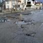 Дупките в асфалта са  на по 20-30 сантиметра една от друта