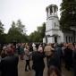 Тълпата от владайци, която дочака освещаването на църквата си